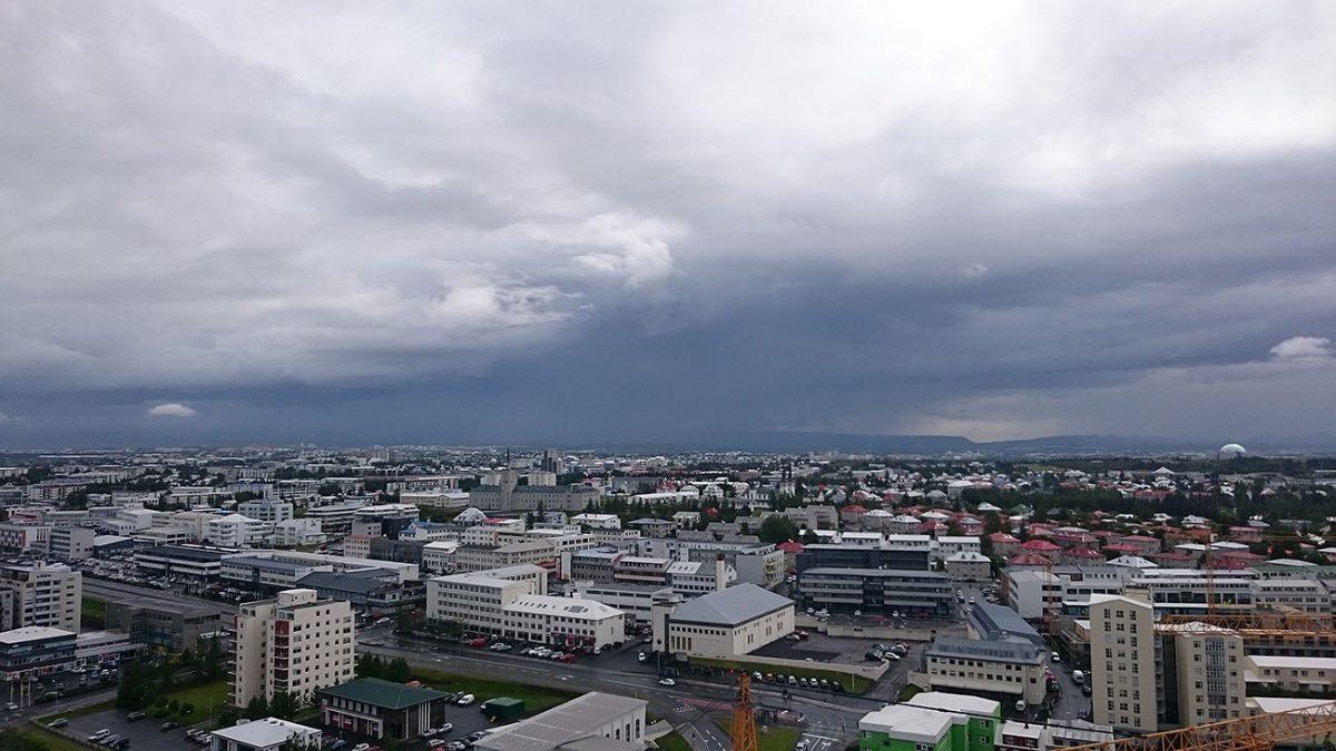 Widok na Reykjavik z budynku Höfðatorg / fot. Adrian Markowski