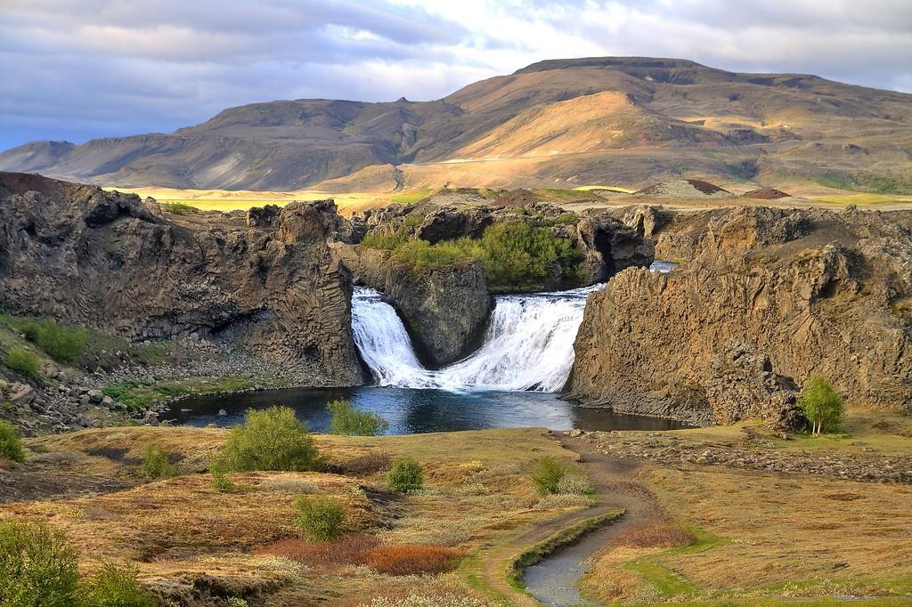 Wodospad Hjalparfoss