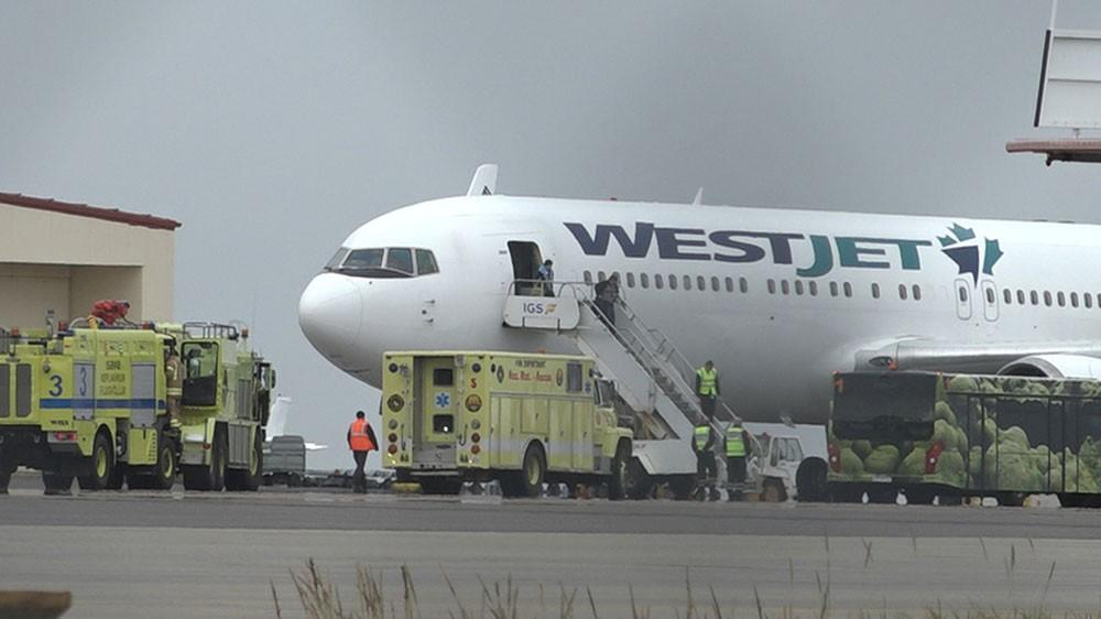 Należący do linii WestJet Boeing 767 /fot. Hilmar Bragi - Víkurfréttir