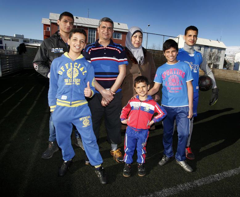 rodzina z Syrii, która przyleciała do Islandii/ fot. mbl.is