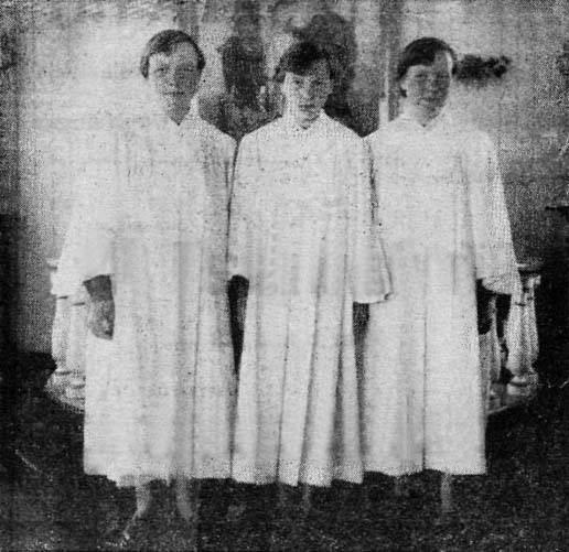 Margrét, Sigrún i Sigurlaug podczas komunii świętej w 1955 roku /fot. Langlífi/Facebook