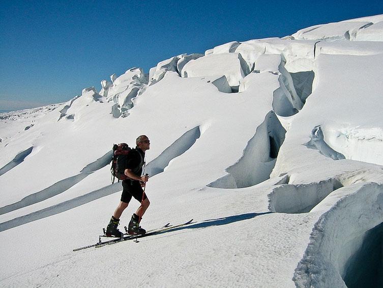 mężczyzna na lodowcu