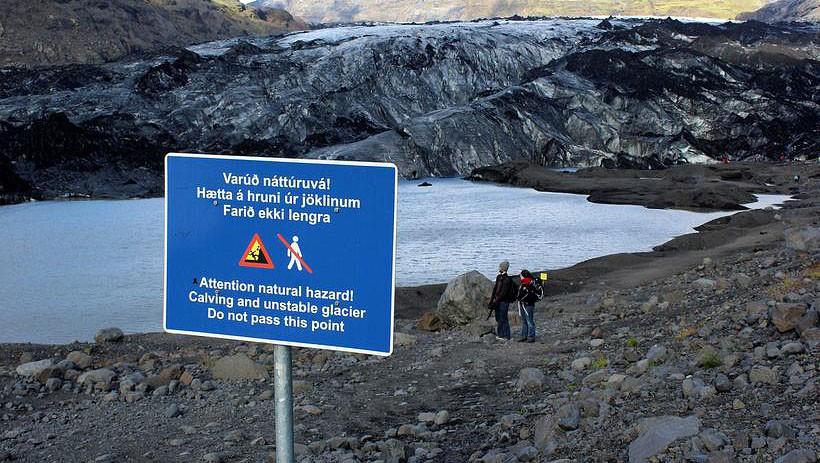 Zakaz wychodzenia poza wyznaczoną ścieżkę/ fot.Iceland Monitor / Sigurður Bogi Sævarsson