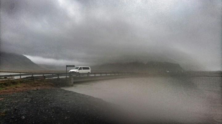 Poziom rzeki Bakkakotsá drastycznie się podniósł/ fot. Páll Stefánsson/ Iceland Review